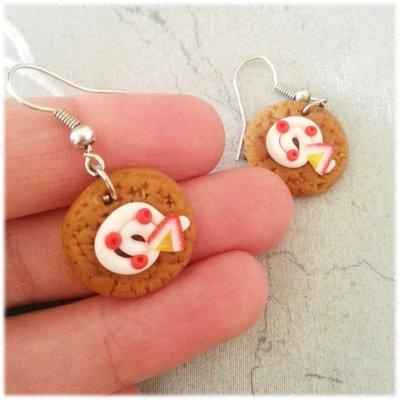 Orecchini cialda biscotto con panna e fragola fimo