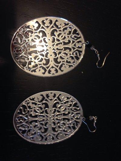 Orecchini in resina specchiati
