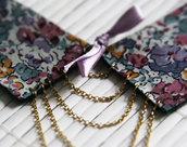 Colletto in stoffa floreale lilla con fiocco e catenelle