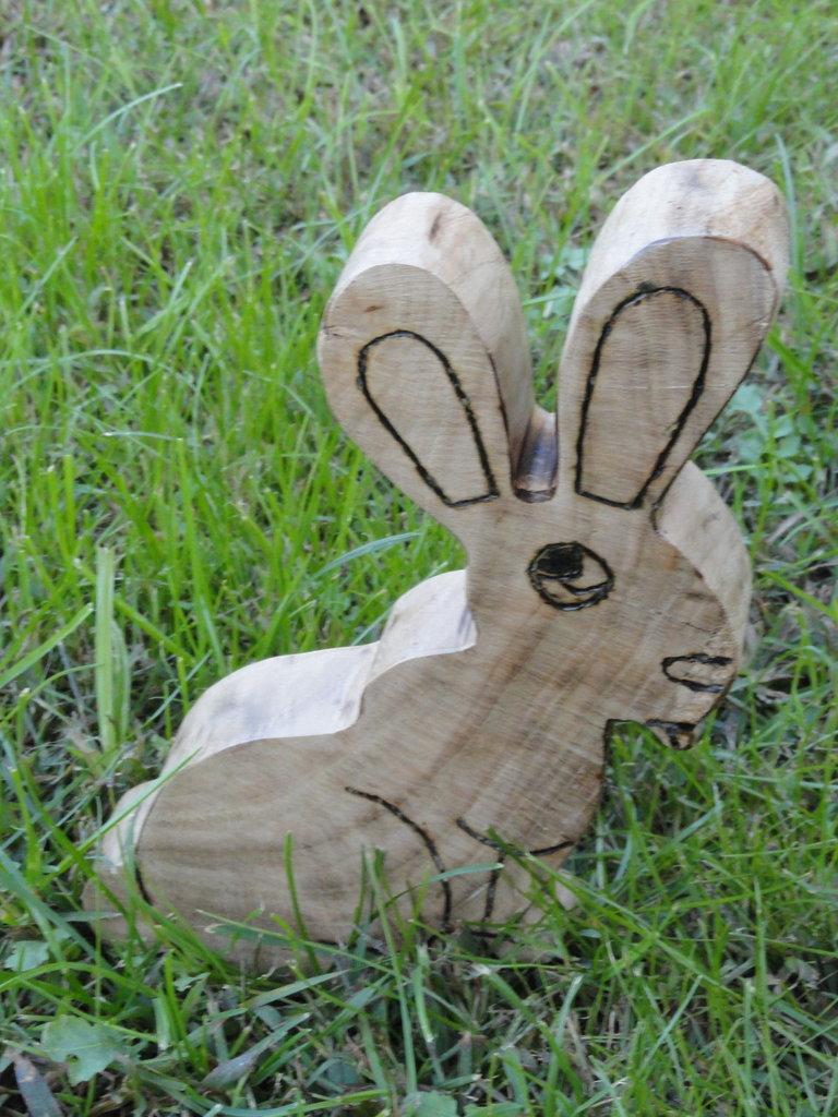 Coniglio decorativo in legno