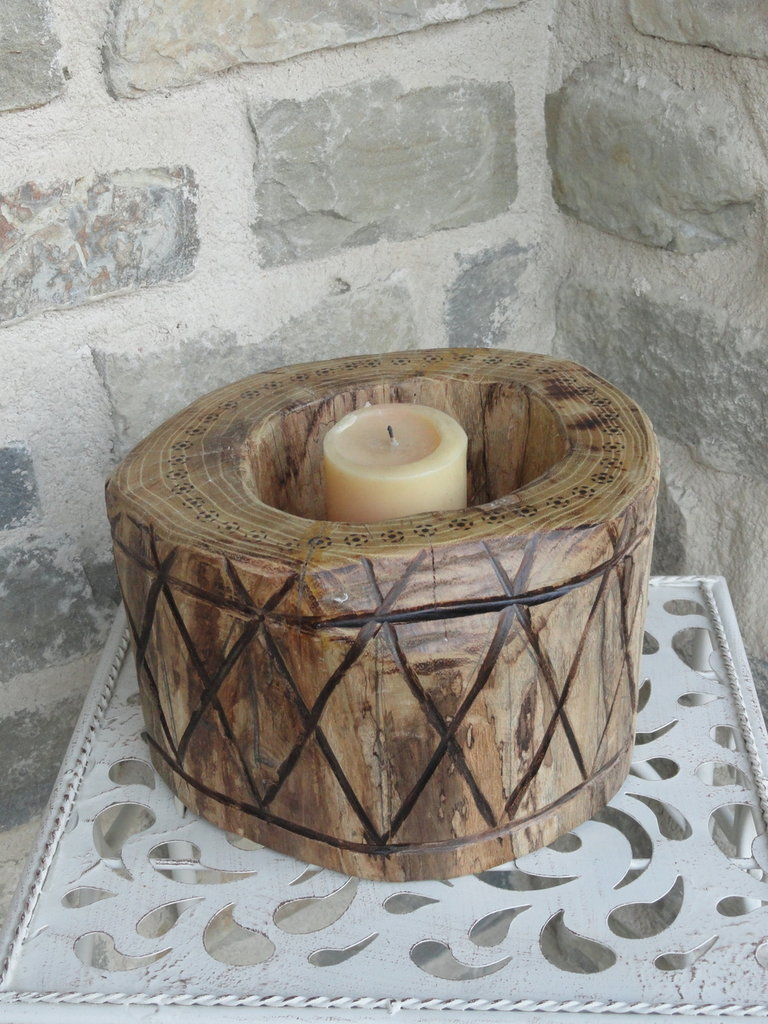 Portacandele in legno rotondo