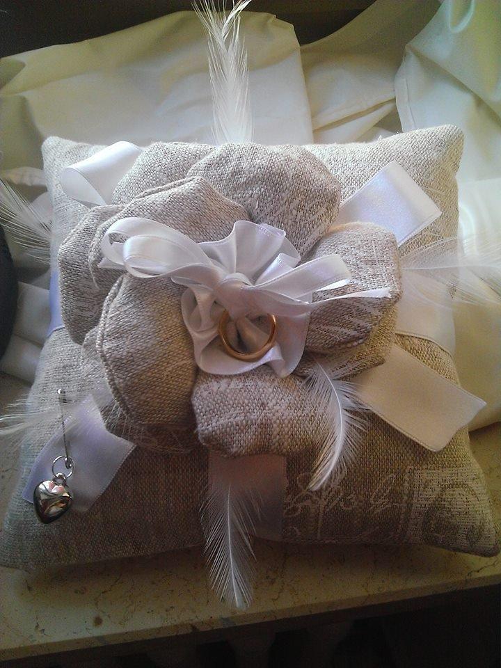 Auguri Matrimonio Regalo Fedi : Porta fedi feste matrimonio di sabina idee regalo