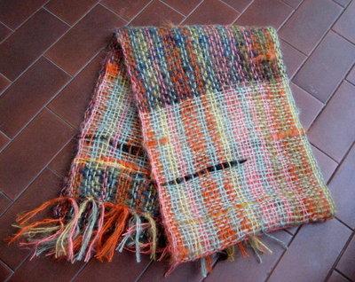 Sciarpa multicolor in lana fatta al telaio