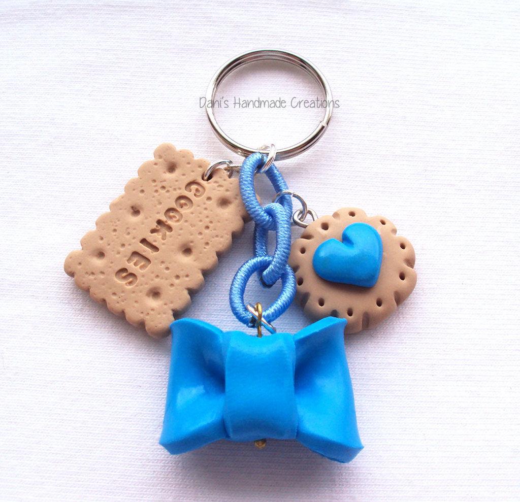 Portachiavi fiocco azzurro e biscotti in fimo