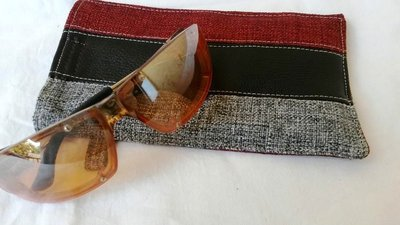 porta occhiali bordeaux unisex