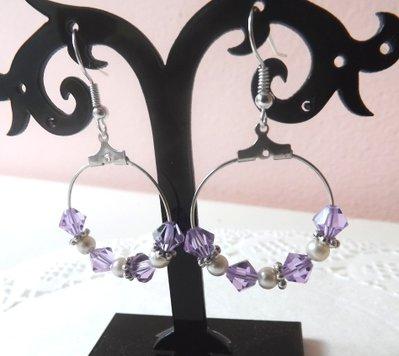 Orecchini pendenti a cerchio con cristalli color lilla,perle e fiorellini argentati idea regalo!!