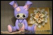 Coniglietta in pannolenci color lavanda, fatta a mano.