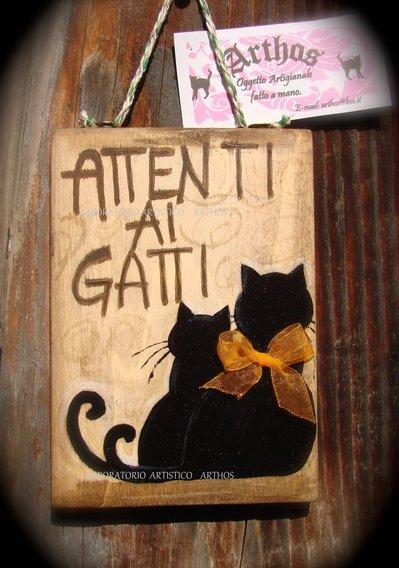 Targa cartello ATTENTI AI GATTI artigianale in legno