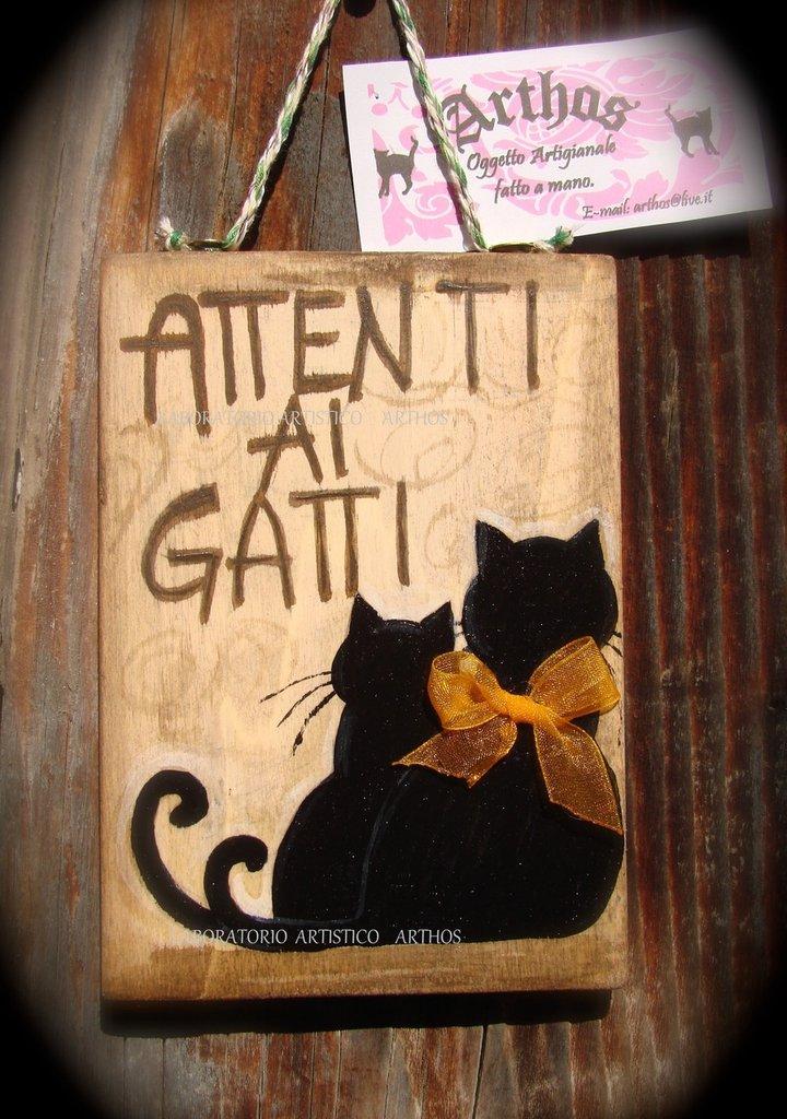 Targa cartello ATTENTI AI GATTI artigianale in legno - Per