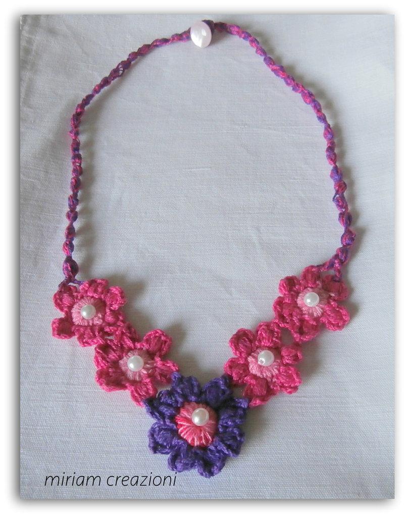 Collana fiorita (uncinetto)