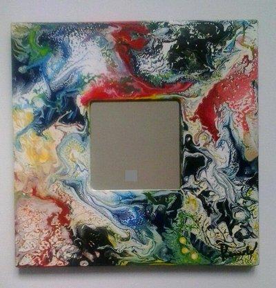 Specchio con cornice in legno, tutto realizzato e dipinto a mano con colori acrilici.