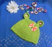 Cappellino unisex fatto a mano ad uncinetto verde con fiocco
