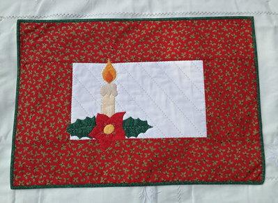 Natale - runner centro tavola rosso con candela e stella di Natale in appliquè