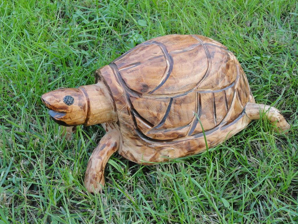 Tartaruga decorativa in legno