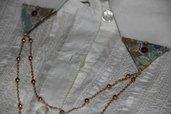 Clip spilla per colletto colori autunnali marroncino e verde con perline applicate e catenelle