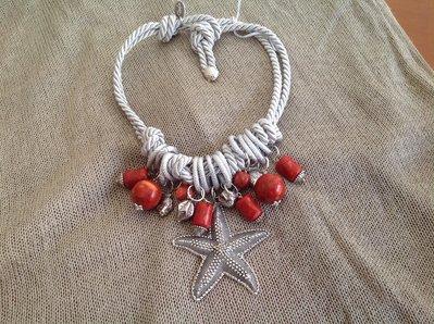 Girocollo in cordone ritorto di seta con medrepore e argento indiano
