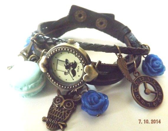 Bracciale con orologio,charm color bronzo,macaron in fimo azzurro,roselline in resina blu con brillantini idea regalo!!