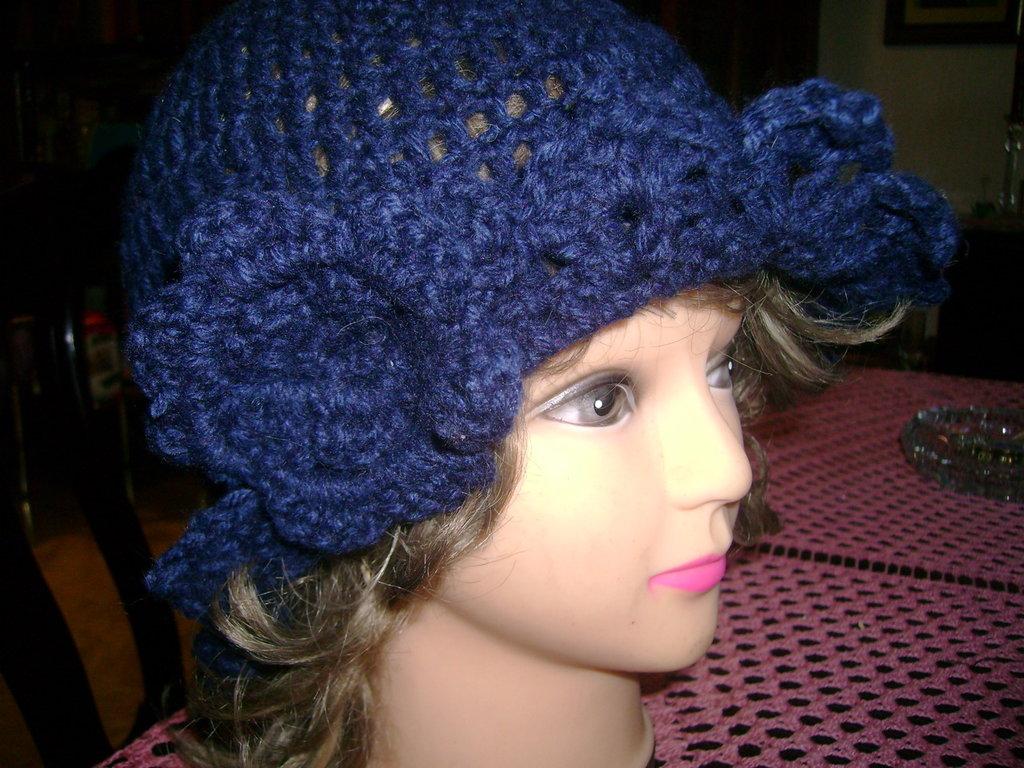 Cappellino in pura lana realizzato artigianalmente a mano