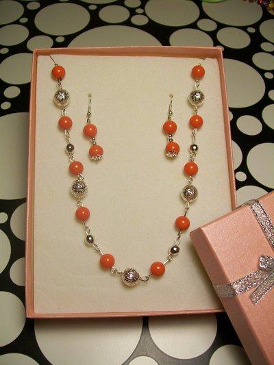 Set Collana e Orecchini Bigiotteria Perle Colore Corallo Materiale Senza Nichel