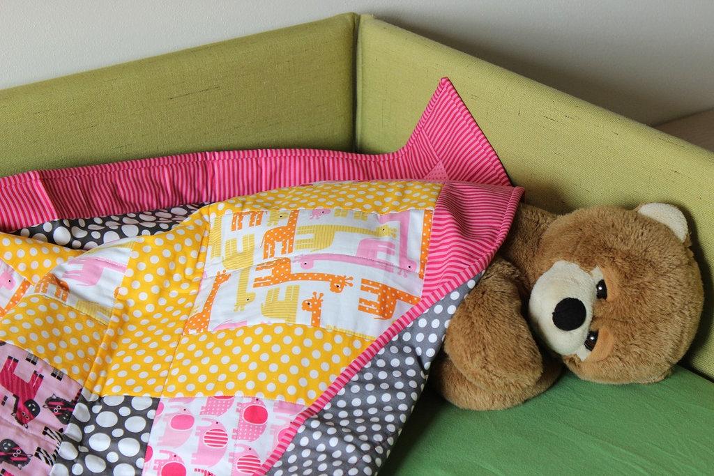 """Trapunta colorata per bambini misura lettino cm 108X128 """"Safari rosa"""""""
