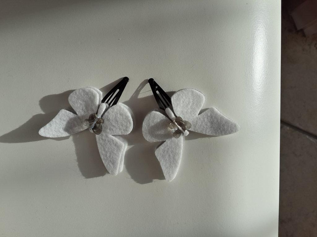 Fermagline a farfalla di feltro fatte a mano