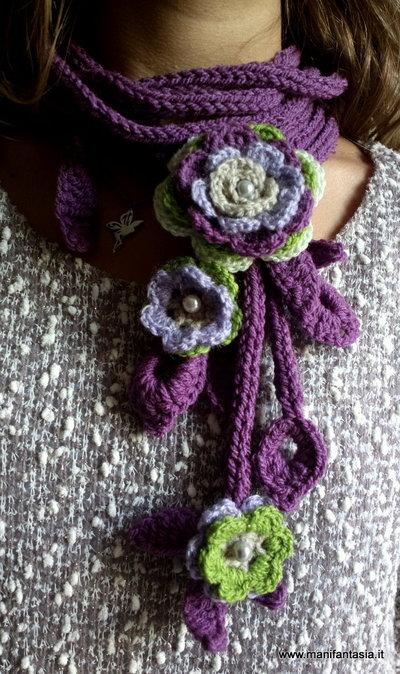 collana scaldacollo uncinetto con fiori e foglie