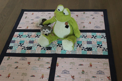 """Trapunta patchwork per bambini, misura lettino cm 108x130  """"Picnic con le amiche""""."""