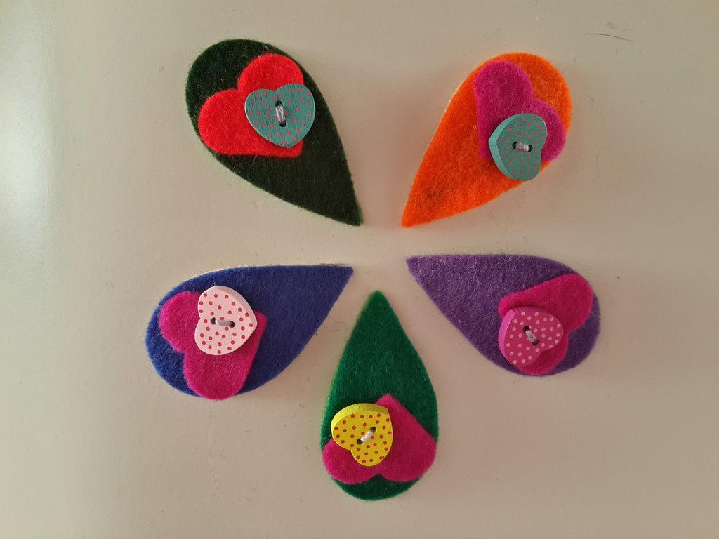Fermagline foglioline colorate di feltro fatte a mano