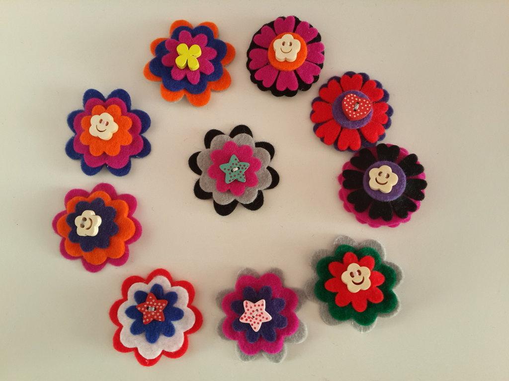 Fermagli fiore di feltro fatti a mano