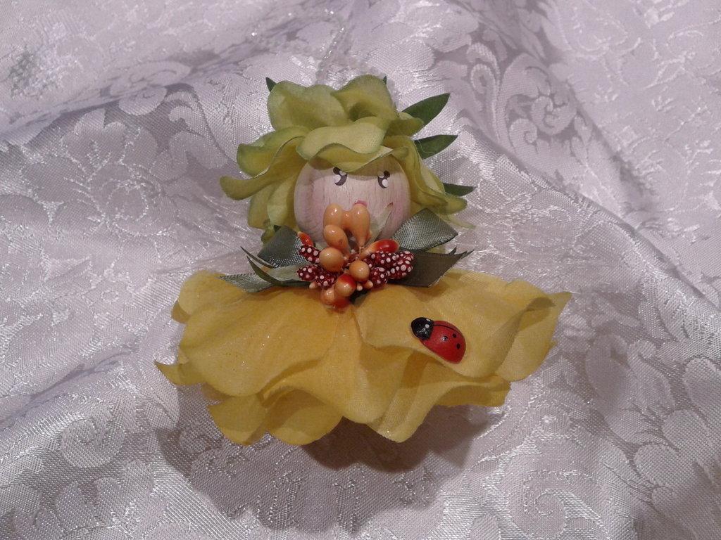 Bambolina fatina dei fiori