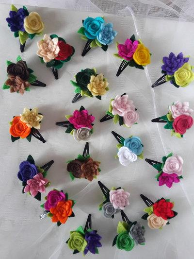 Fermagline con fiori in feltro fatte a mano