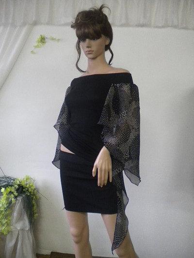 Eleganti signore camicetta e rayon viscosa, una combinazione di bianco e nero.