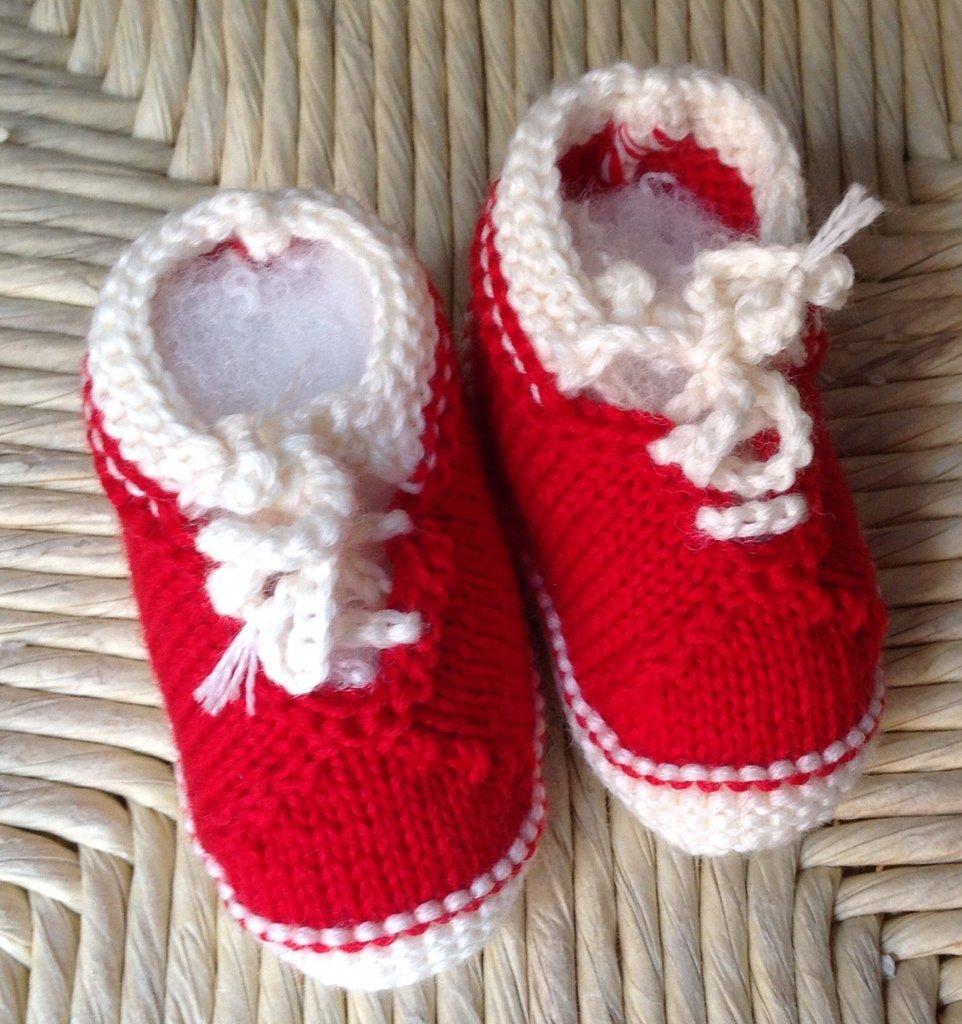 Scarpette neonato artigianali in lana