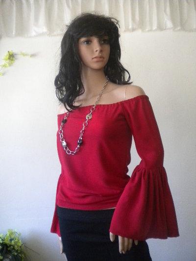 Elegante e raffinato camicetta  rosso fatta di viscosa ed elastica