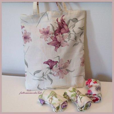 Shopping bag richiudibile in cotone stampato gigli rosa