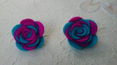 Orecchini di rose di feltro fatte a mano