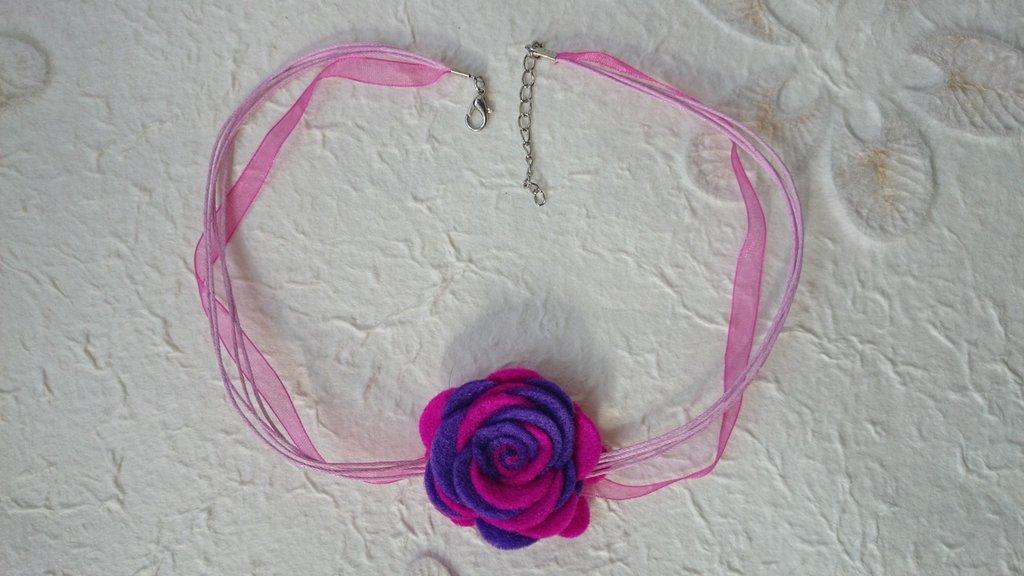 Collana con fiori di feltro fatta a mano