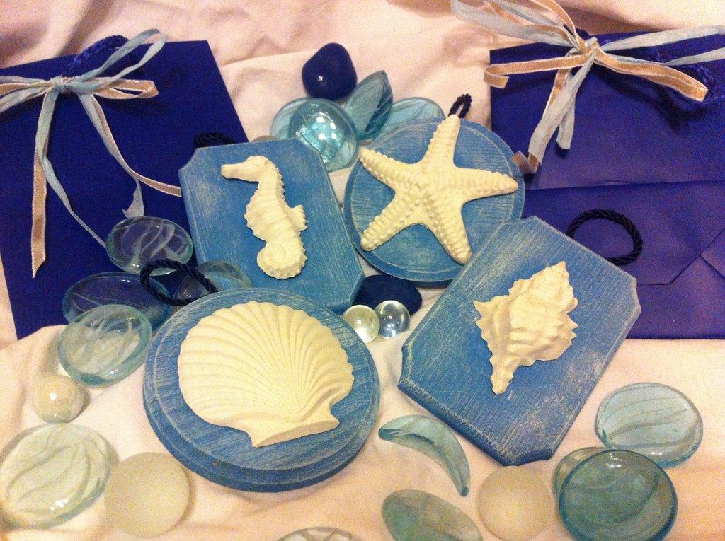 Targhette in legno blu shabby chic tema mare: conchiglie in gesso ...