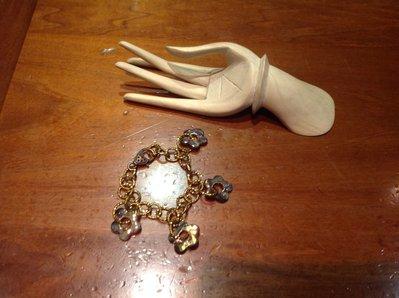 Bracciale con catena metallo e fiori in racu