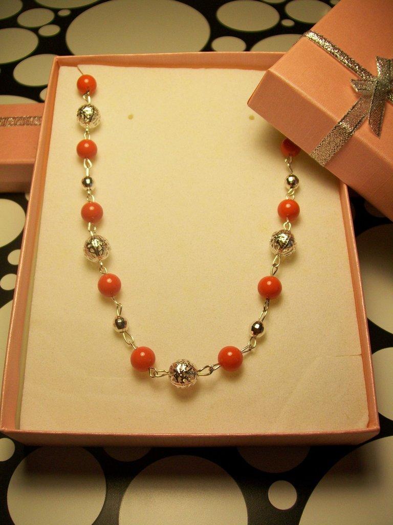 Collana Bigiotteria Perle Colore Corallo Materiale Senza Nichel