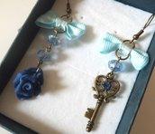 Orecchini con chiave,rosa in fimo,swarovski,cristalli e fiocchetto azzurro idea regalo