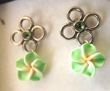 Orecchini a perno su base a fiore con swarovski e fiore in fimo idea regalo