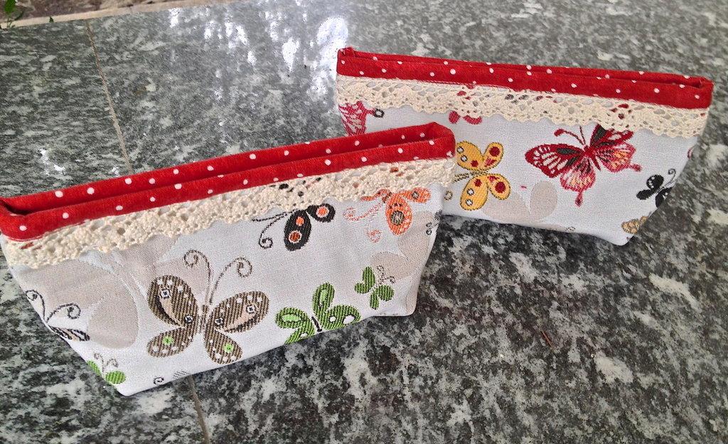 pochette in tessuto con motivi di farfalle