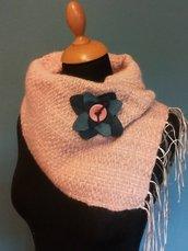 Sciarpa rosa antico con spilla