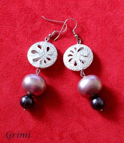Orecchini pendenti con conchiglia e argento indiano