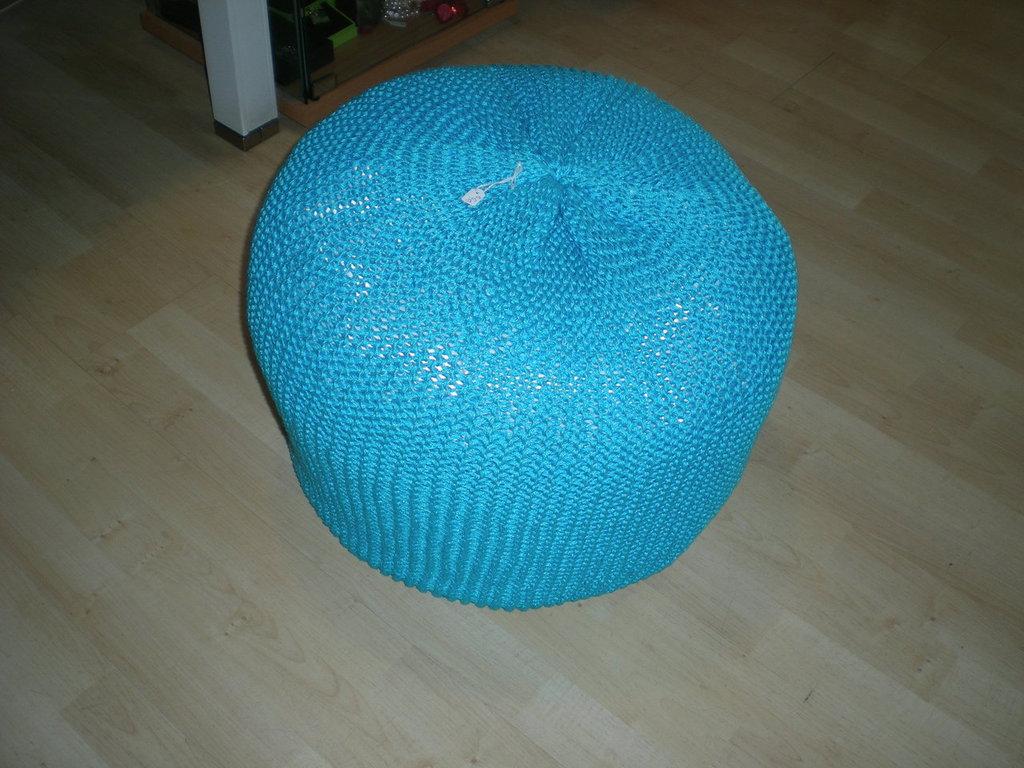 pouf in cotone lavorato a maglia,sfoderabile.