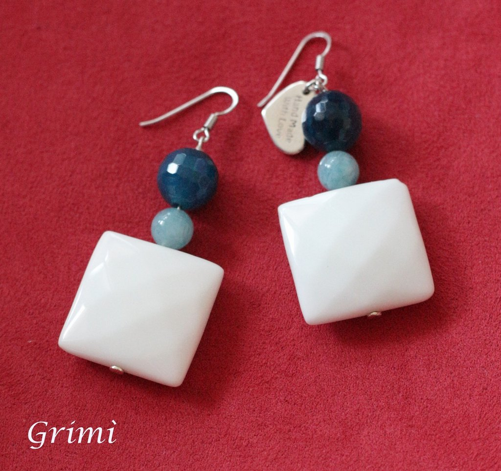 Orecchini pendenti in argento con agata bianca, agata blu e angelite