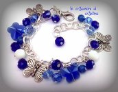 Bracciale charms farfalle perle e mezzi cristalli blu e bianchi