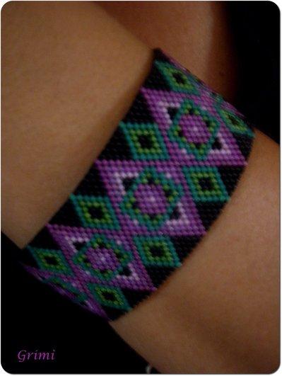 Bracciale nero/verde/viola/rosa con tecnica Peyote