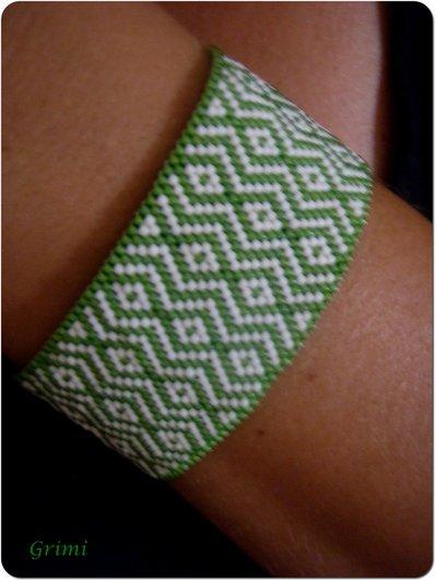 Bracciale verde/bianco con tecnica Peyote
